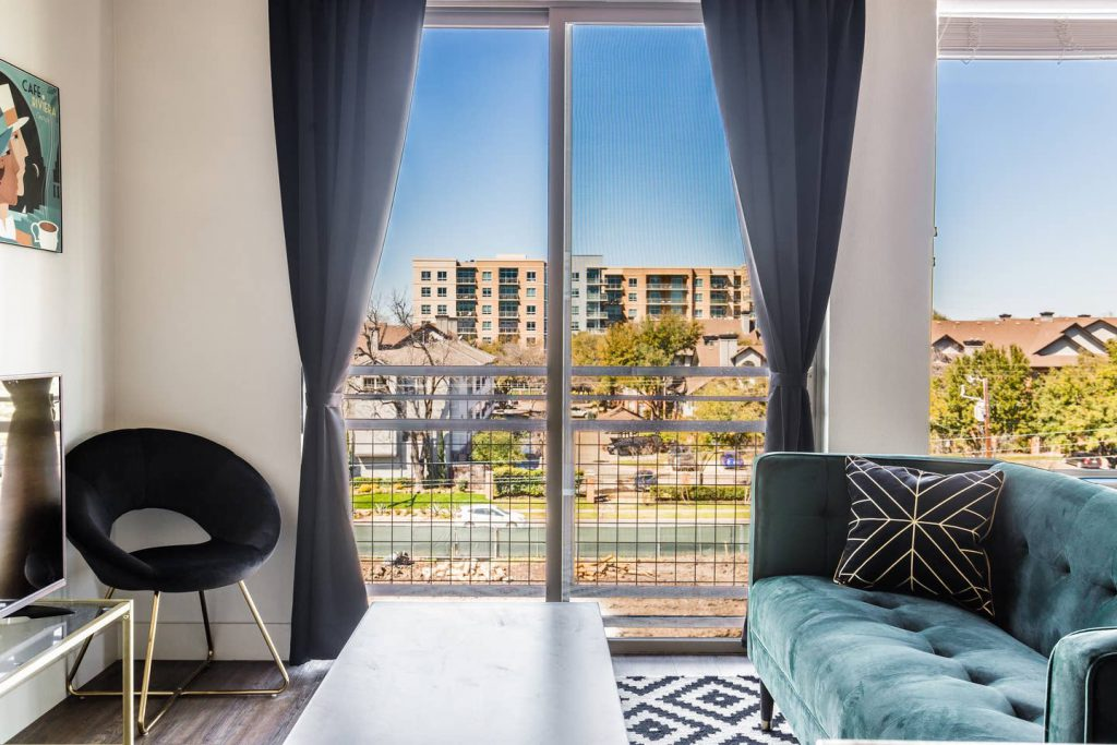 airbnb-king-suite-dallas