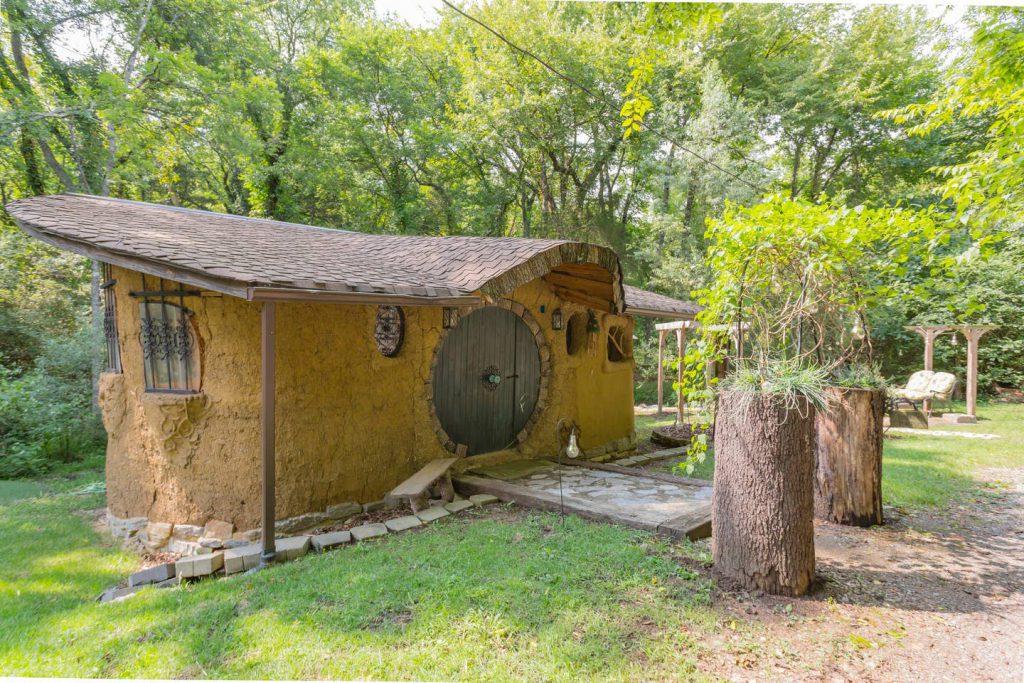 mudhouse airbnb